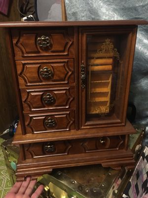 Vintage linden jewelry box with built in music box for Sale in Forest Hills, KY