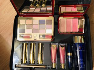 Brand New Estée Lauder Makeup Luxurious Bag for Sale in Washington, DC
