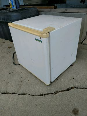 Small fridge for Sale in Taylorsville, UT