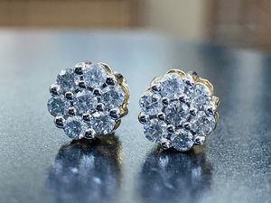 .75ct Flower diamonds studs Earrings Jewelry yellow gold for Sale in Sugar Land, TX