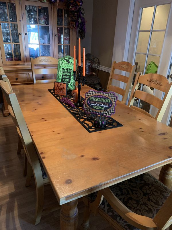 Fontana Collection by Broyhill (Kitchen Table with matching chairs)