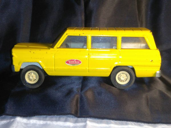 Vintage Tonka Metal Yellow Toy Wagoneer
