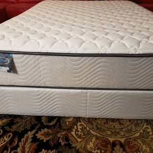 Full Size Mattress Set Box Spring Bed Frame Excellent Condition for Sale in Lynnwood, WA