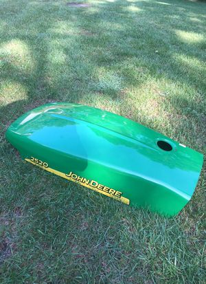 John Deere tractor hood/2520 series for Sale in Hammonton, NJ