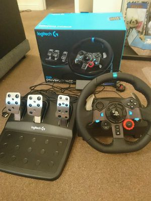Logitech G29 Driving Force Racing Wheel for PS4 for Sale in Fallbrook, CA