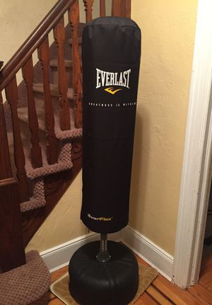 Everlast punching bag for Sale in Queens, NY