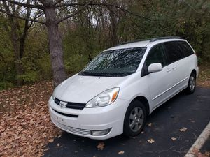 2004 TOYOTA SIENNA XLE for Sale in Indianapolis, IN