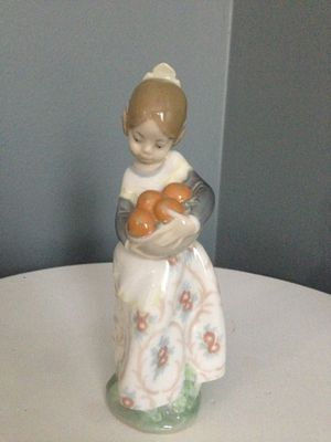 "Lladro ""Girl from Valencia"" - Porcelain Figurine for Sale in Ashburn, VA"