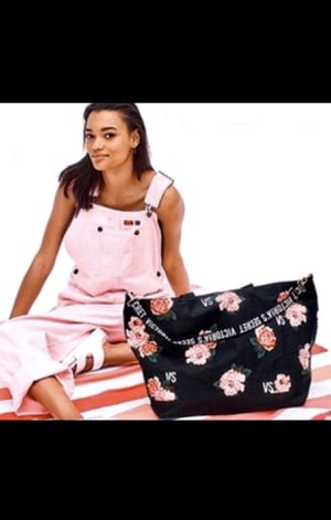 """NEW Victoria's Secret XL Black Floral Weekender Tote Bag & Matching Blanket (22""""x14.5"""") for Sale in Palmdale, CA"""