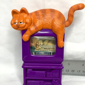 Vintage Garfield toy sitting on television for Sale in New Port Richey, FL