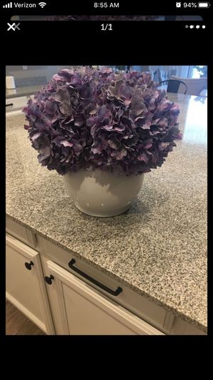 Farmhouse lavender flowers and nice vase for Sale in Litchfield Park, AZ