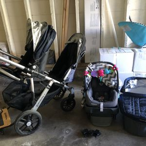Uppababy Vista 2014 With Mesa Car seat, Rumble Seat, Piggy Board, Bassinet And Mesa Stroller Attachment. for Sale in San Francisco, CA