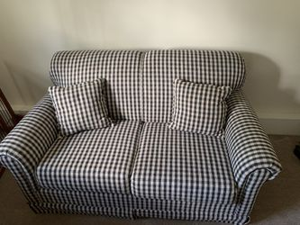 Gingham Love Seat with Pull Out Bed for Sale in Norwood,  MA