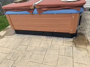 HOT TUB for FREE for parts or Repair - The hot tub needs motors, jets, a cover. It's basically a shell. To be picked up in Joliet for Sale in Roselle, IL