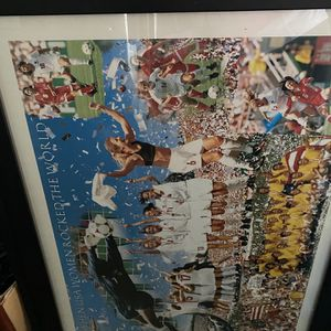 Large framed Collectible Soccer photo at the women's winning soccer team for Sale in Atlanta, GA