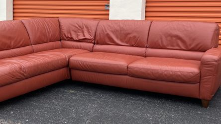 BEAUTIFUL High-End Leather Sectional (Free Delivery!!) for Sale in Houston,  TX