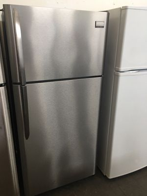 Frigidaire top freezer for Sale in San Leandro, CA