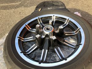front wheel Harley ultra 2017 Dunlop 130/80/B17 This rim came off my Harley Davidson ultra limited 2017 model for Sale in Falls Church, VA