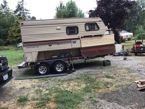 Starcraft 1989 trl camper mounted on tandem axel trl 1991 for Sale in Tacoma, WA
