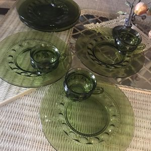 VINTAGE TEA/ COFEE CUP WITH PASTRY PLATE HOLDER; PLUS 3 PLATES for Sale in Hollywood, FL