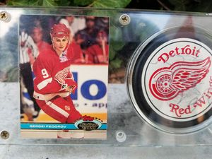 Sergei Federov Rookie with autographed puck for Sale in Bellflower, CA