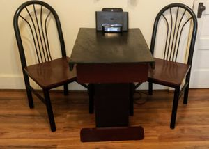 Small table with 2 chairs for Sale in Wichita, KS