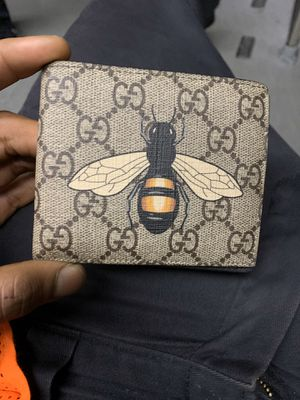 Authentic Gucci wallet only asking for 300$ look up serial it goes for 500$$$$ for Sale in Media, PA