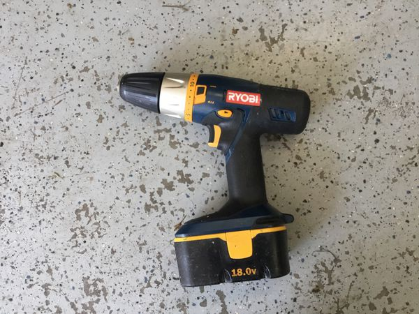 Ryobi drill and mechanical screw driver + charger, bag, and extra battery