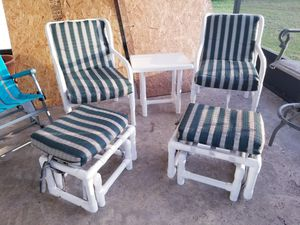 2 pool chairs, 2 ottomans and a small table for only $25 for Sale in Port St. Lucie, FL