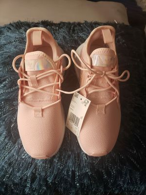 adidas Xplorer Pink & Metallic Shoes Size 5. 5 for Sale in Los Angeles, CA