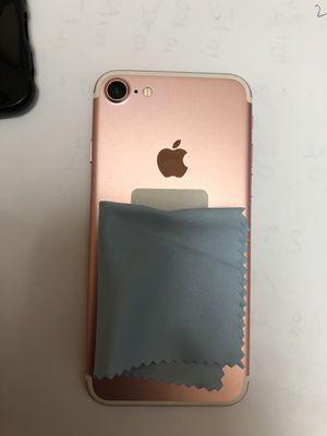 iPhone 7 32gb rose gold Verizon unlock for Sale in Manassas, VA