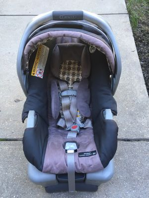 Graco snug ride car seat 30 wish base for Sale in Fairfax, VA