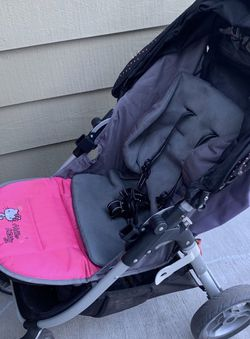 Hello Kitty Stroller with Rain cover for Sale in Bothell,  WA