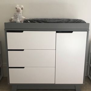 Brand new changing table and dresser drawers for Sale in Haddon Heights, NJ
