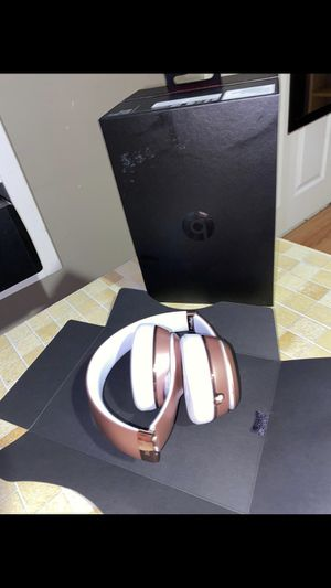 For sale vendo beats solo 3 wireless rose gold for Sale in Takoma Park, MD