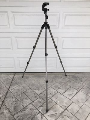 Slik Pro 700 DX Tripod with 700DX 3-Way, Pan-and-Tilt Head (Titanium) for Sale in Mountain View, CA