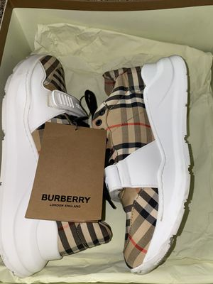 Authentic Burberry Regis size 9 for Sale in Fresno, CA