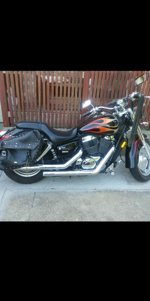 HONDA SHADOW MOTORCYCLE ..... ( SIZE 1100) MILES 11,400 ( BLACK / ORANGE) YEAR 2005 for Sale in Mesquite, TX