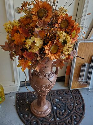 vase with silk flowers for Sale in Phoenix, AZ