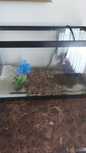Fish Tank 10 gal with filter for Sale in District Heights, MD