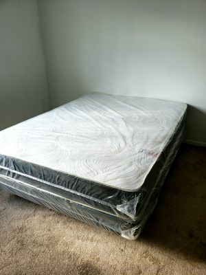 NEW QUEEN MATTRESS AND BOX SPRING SET 2PC. for Sale in Palm Springs, FL
