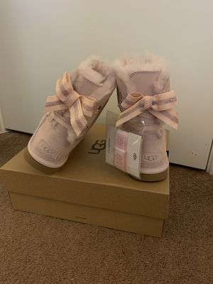 100% Authentic Brand New in Box UGG Light Pink Customizable Bailey Bow Boots / Women size 6 (big kids 4) for Sale in Pleasant Hill, CA