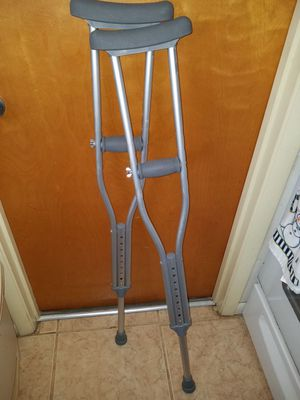 Crutches youth 4'6 to 5'2 for Sale in Zolfo Springs, FL