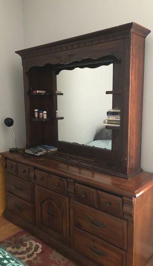 Dresser with mirror for Sale in Avon Park, FL