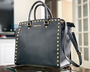 Michael Kors - Hand bag black/gold for Sale in Downers Grove, IL