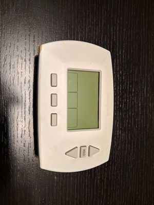 Honeywell programmable thermostat for Sale in Laurel, MD