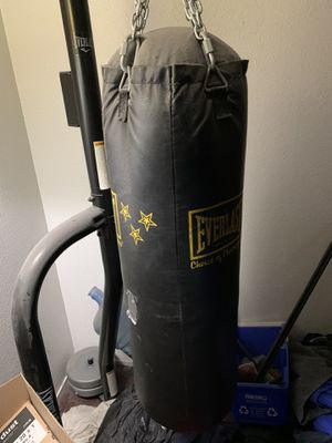 Everlast stand and (70 lbs) heavy bag for Sale in Fresno, CA