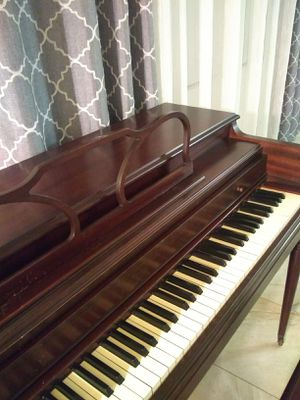 Cable Nelson Spinet Piano & Music books! - FREE DELIVERY! for Sale in Hawthorne, CA