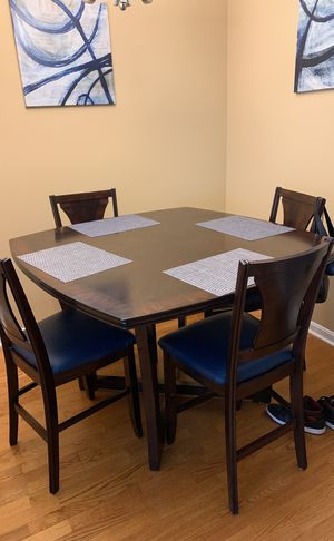 Sturdy wood kitchen table w/ upholstered chairs! for Sale in Alexandria, VA