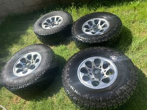 Toyo Open Country Xtreme 305/70R16 for Sale in Modesto, CA
